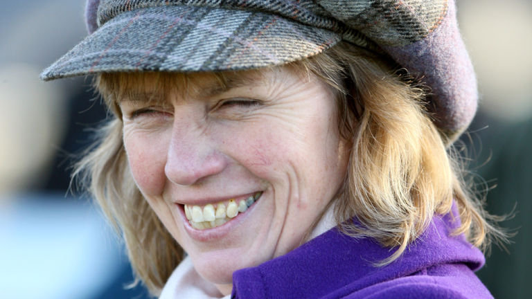 Lucy Wadham's 8yo Le Reve has to go right handed to show his best and duly won at Sandown last time.